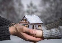 物業轉名甩名,如成交期定得太長,其間樓價波動有什麼影響?